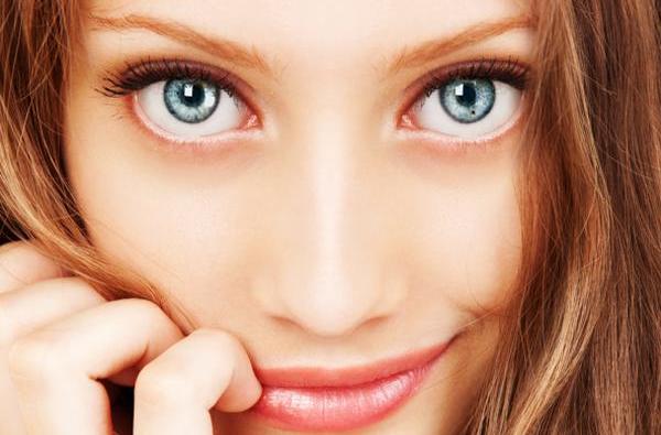Makijaż małych oczu – przydatne wskazówki i triki